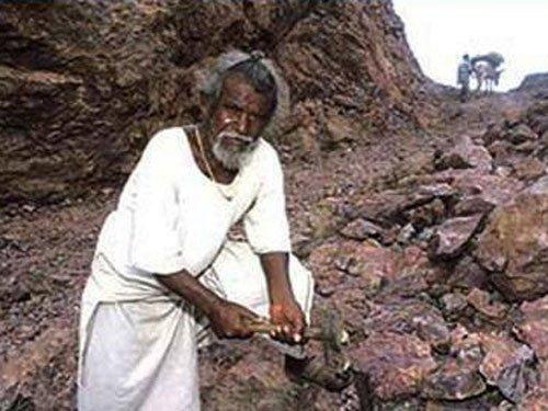 'Manjhi - The Mountain Man' made tax free in Bihar
