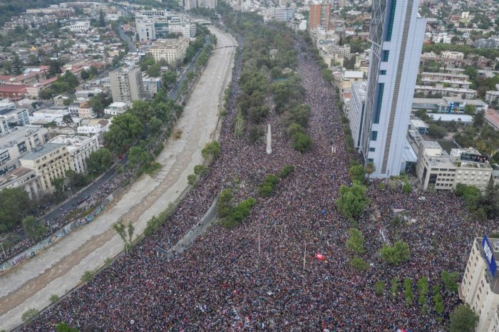 In this aerial view thousands of people protest in Santiago, on October 25, 2019, a week after protests started. - Demonstrations against a hike in metro ticket prices in Chile's capital exploded into violence on October 18, unleashing widening protests over living costs and social inequality. (Photo by Pedro Ugarte / AFP)