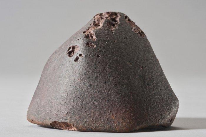 The L6 ordinary chondrite El Médano 128, a 556 g meteorite recovered in the Atacama Desert. Photo courtesy CCJ-CNRS, P. Groscaux. Credit: Photo courtesy CCJ-CNRS, P. Groscaux.