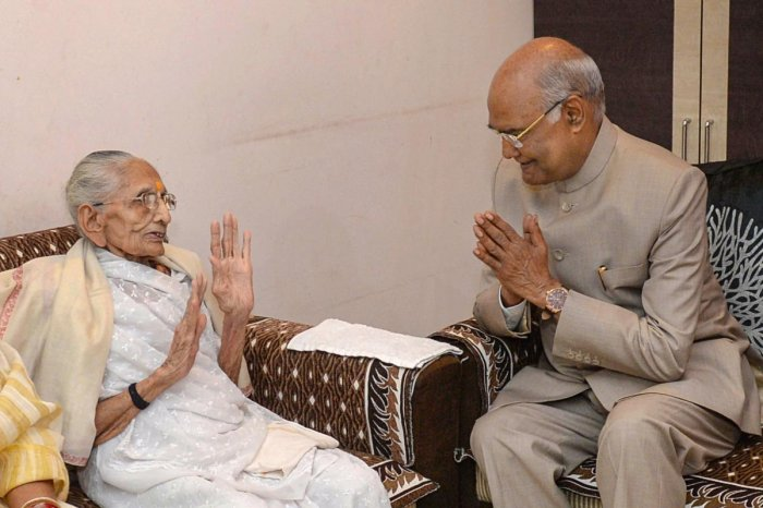 Gandhinagar: President Ram Nath Kovind meets Prime Minister Narendra Modi's mother Hiraba at her residence in Gandhinagar, Gujarat, Sunday, Oct. 13, 2019. RB/PTI