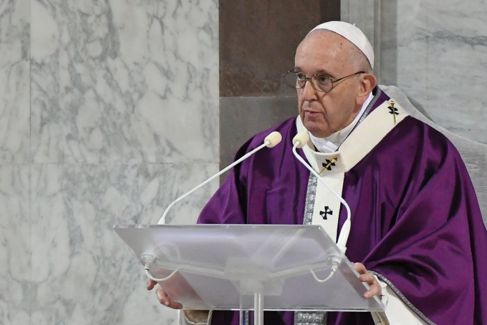 Pope Francis leads the Ash Wednesday mass which opens Lent, the forty-day period of abstinence and deprivation for Christians before Holy Week and Easter. (AFP Photo)