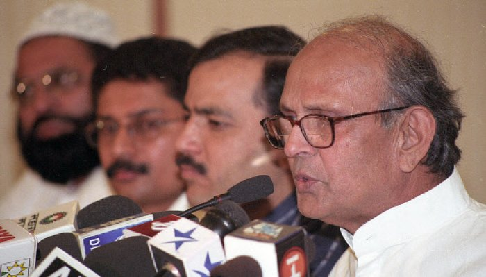 The law, enacted when Vishwanath Pratap Singh was the chief minister, has been in force during the terms of 19 CMs and about 1,000 ministers so far. DH File Photo.