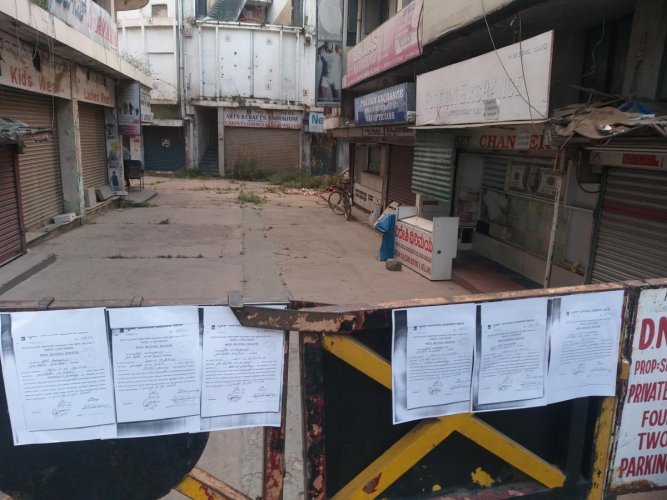 BBMP officials pasted notices on the gates of Shrungar Complex on Thursday. SPECIAL ARRANGEMENT