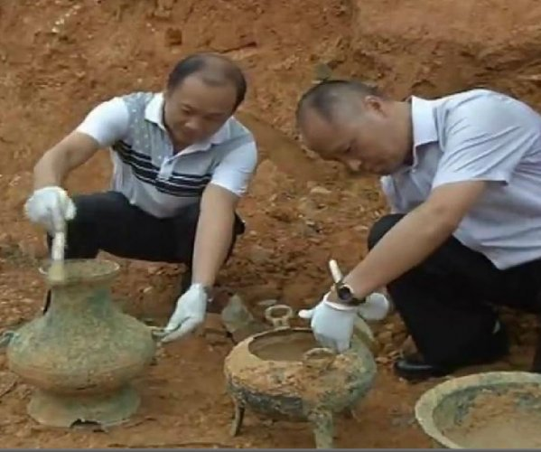 2,000-year-old bronze ware items unearthed in China