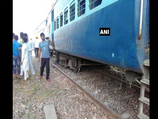 Rs 50,000 aid for those injured in Rajya Rani derailment