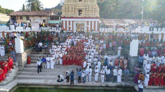3,000 people render songs in praise of Bahubali