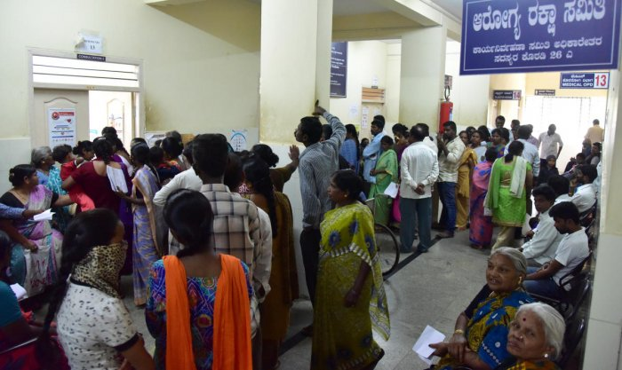 Free prepaid health cards will be distributed to one lakh registered construction labourers and their families. DH File Photo