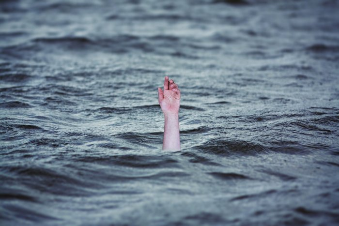 4 children drown in pond after playing with colours