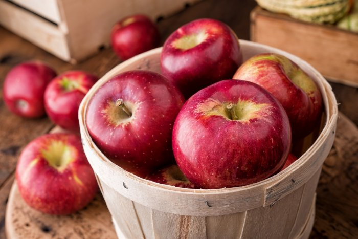 Apples contain pectin, a kind of fibre that supports digestion.