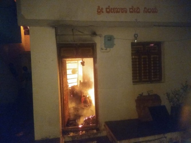 Burglars set a house on fire while decamping with cash and jewellery at Bailhongal town in Belagavi district in the early hours of Thursday. (DH Photo)