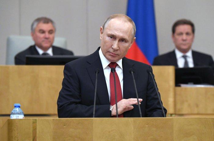Russian President Vladimir Putin addresses lawmakers. (Credit: AFP)