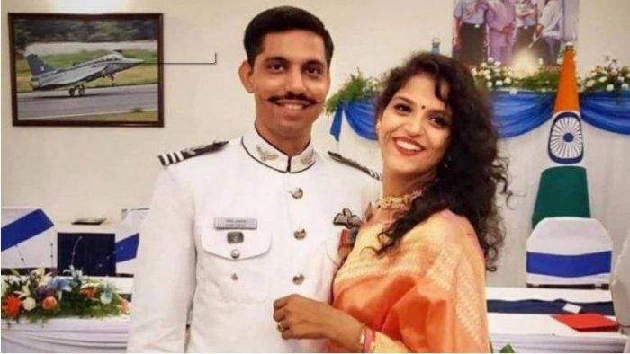 Late IAF Pilot Sameer and wife Garima Abrol. (Photo: Facebook)