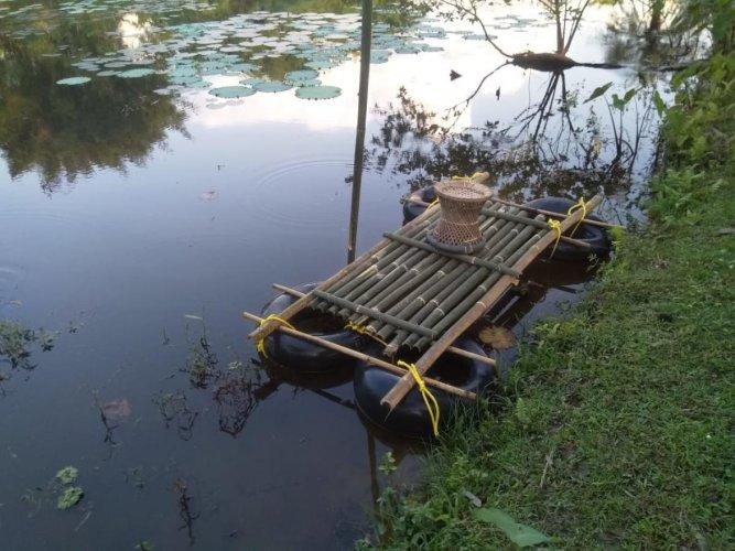 The bamboo-tube raft prepared by Bikash Kumar Das. DH photo