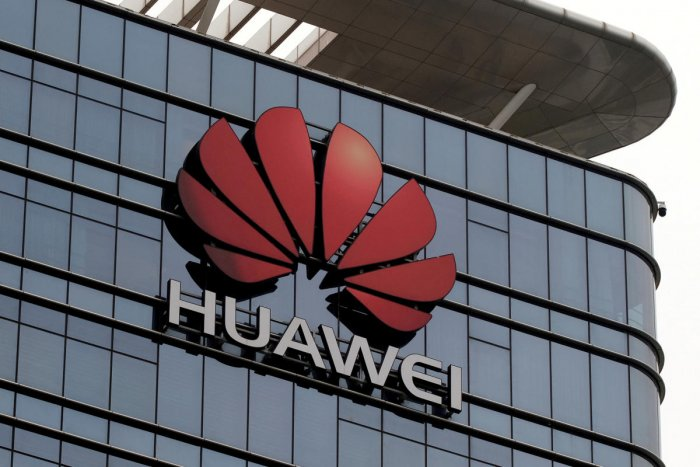 """Huawei, meanwhile, weighed in with 50.3 percent growth to ship 59.1 million smartphones and put it within """"striking distance"""" of Samsung, according to IDC. Reuters file photo"""