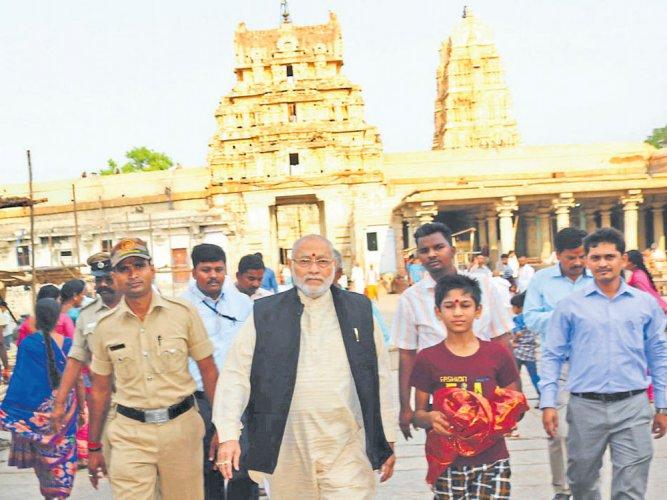 Narendra Modi's brother, family visit Hampi