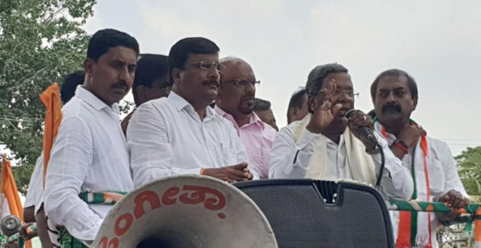 Chief Minister Siddaramaiah campaigns for Congress candidate P M Narendraswamy, at Malavalli in Mandya district, on Tuesday.
