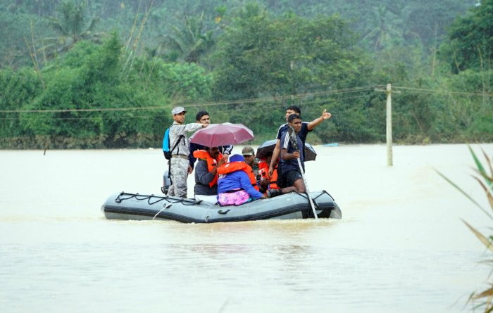 Rescue team personnel at work in Myladi village in Wayanad district on Friday. DH Photo