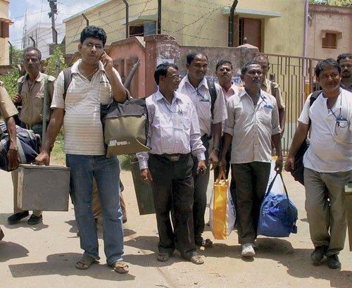 Long queues panchayat polls begin in West Bengal