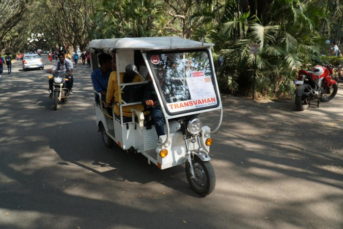 An e-auto that moved people around the IISc during Open Day on Saturday. (R) A contraption set up outside the Centre for Product Design and Manufacturing. DH PHOTOS/AKHIL KADIDAL