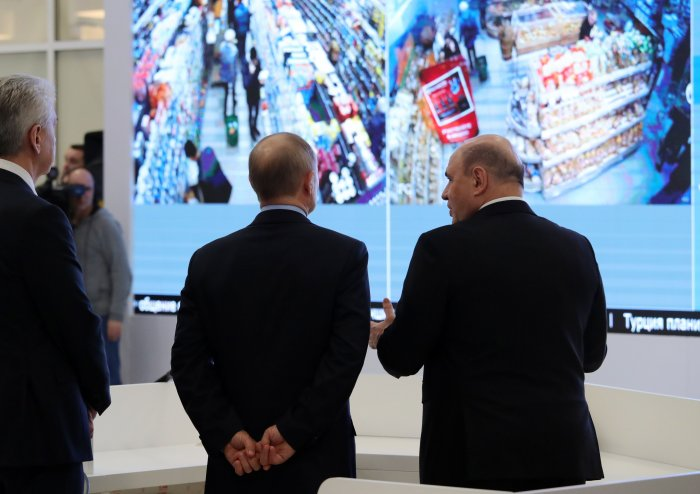 ussian President Vladimir Putin, accompanied by Prime Minister Mikhail Mishustin and Moscow Mayor Sergei Sobyanin, tours the new coronavirus information centre in Moscow. (AFP Photo)