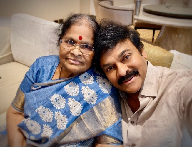 Chiranjeevi with his mother. (Credit: Twitter/@KChiruTweets)