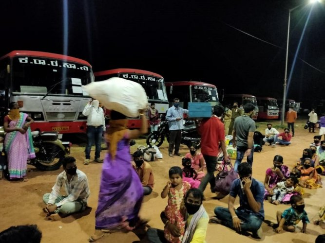 As many as 435 labourers at Puttur bus stand on Friday night, prior to boarding 20 KSRTC buses to their villages.