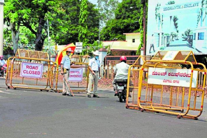 The movement of vehicles was banned at Krishnadevaraya Circle in Belagavi. DH File Photo