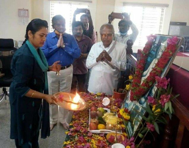 Deputy Commissioner C Satyabhama performs Arati to Basavanna's portrait at her office as part of Basava Jayanti in Kolar on Sunday.