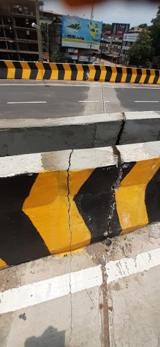 Cracks on the embankment of Pumpwell flyover.