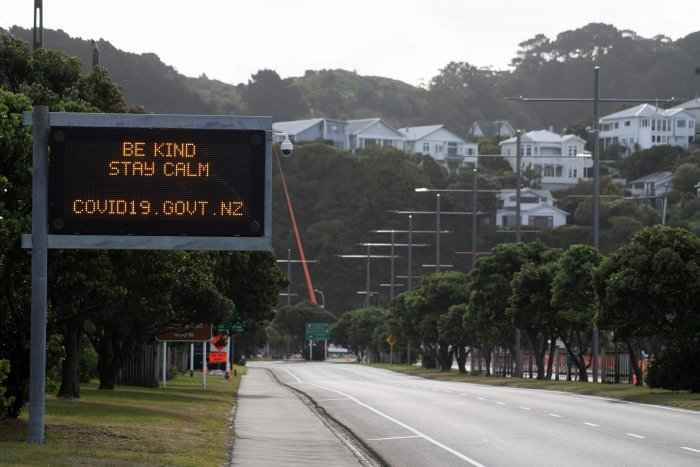 """A motorway sign reads """"Be kind and stay calm"""" along a street devoid of cars in response to the COVID-19 coronavirus outbreak in Wellington. (AFP photo)"""