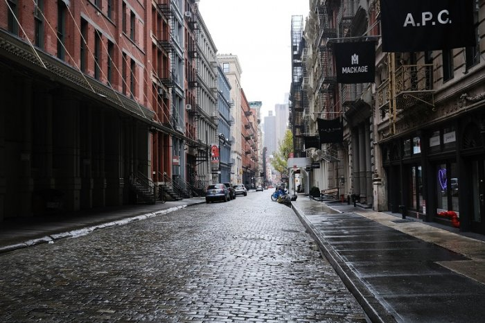 Manhattan streets stand nearly empty in the popular Manhattan shopping district. (AFP Photo)