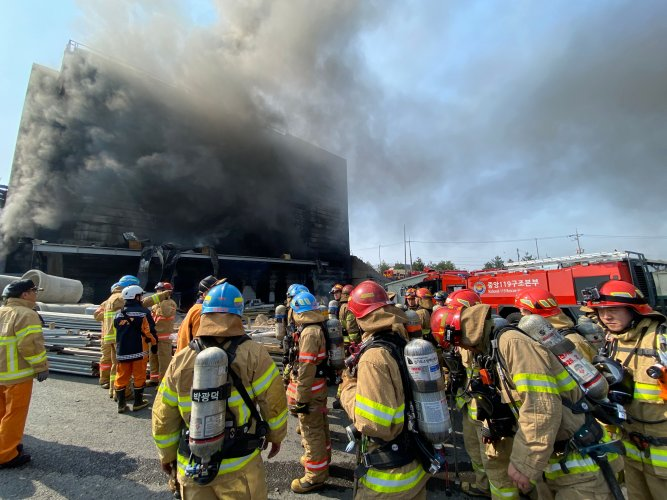 Gyeonggi Province Fire Services shows firefighters working at the scene of a fire at a warehouse in Icheon. - A fire at a warehouse in South Korea killed 25 people. (AFP Photo)
