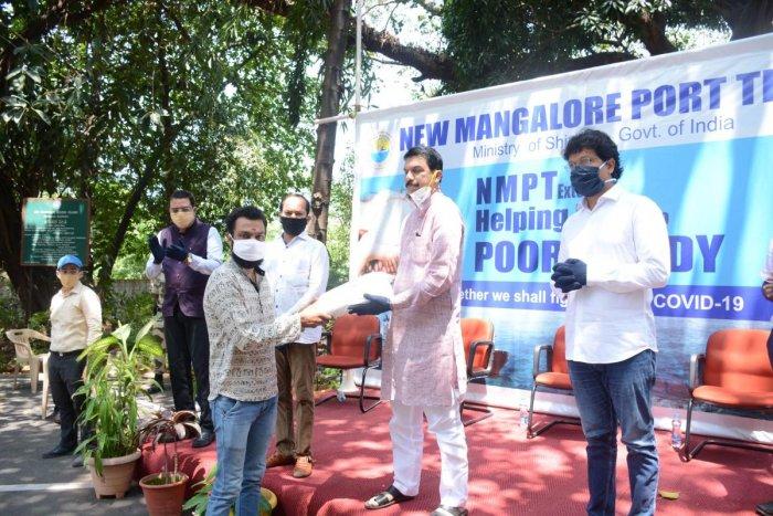 MP Nalin Kumar Kateel hands over a kit to the needy, at Panambur.
