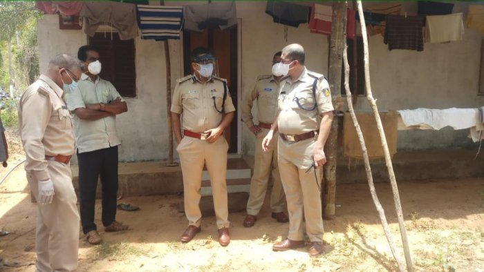 Mulki-Moodbidri MLA Umanath Kotian and Mangaluru Commissioner of Police Dr P S Harsha inspect the scene where a couple was murdered by their neighbour in Yelinje in Mulky police station limits.