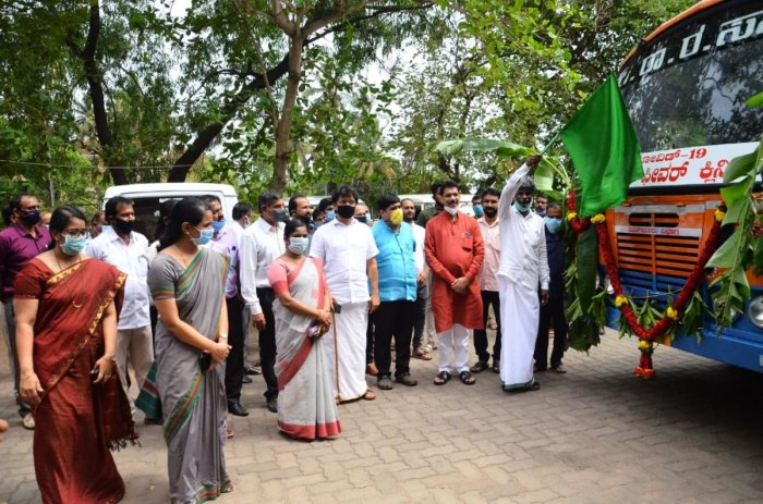 District In-charge Minister Kota Srinivas Poojary flags of a Covid-19 mobile fever clinic, on the premises of the DC's office in Mangaluru.