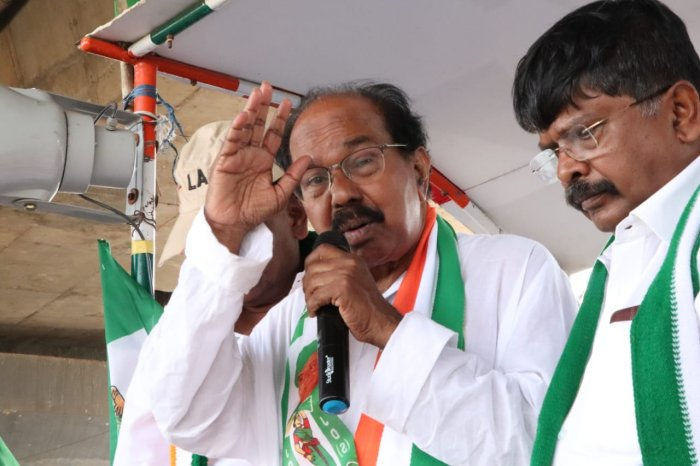 Senior Congress leader M Veerappa Moily. Credit: Twitter (moilyv)