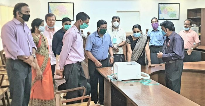 Representatives of Vivekananda College of Engineering and Technology-Puttur explain the functioning of low-cost respiratory support device to Deputy Commissioner Sindhu B Rupesh in Mangaluru.