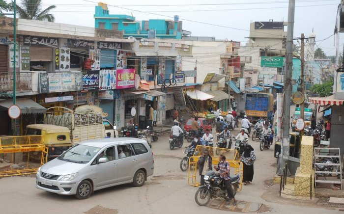 There was heavy congestion at the premier commercial zone M G Road in Kolar on Thursday.
