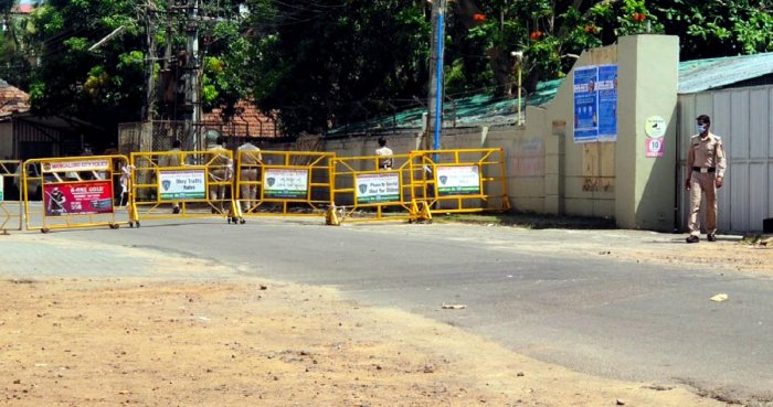 After Shaktinagar, Boloor became the second ward in MCC limits to be sealed as an `active containment zone' by the district administration on Thursday.