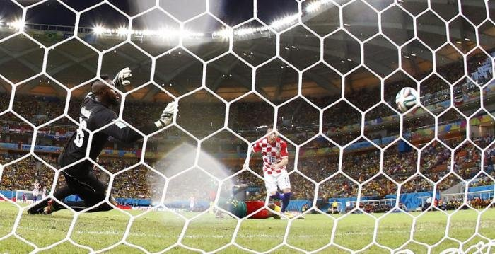 Croatia rout 10-man Cameroon to set up Mexico showdown