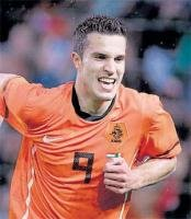 Persie blows knock out shaky Mexico