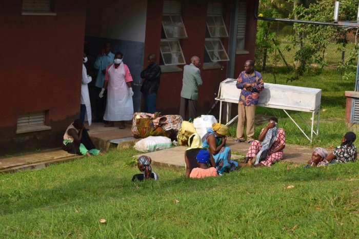 People are seen in the courtyard as Ugandan medical staff inspect the ebola preparedness facilities at the Bwera general hospital near the border with the Democratic Republic of Congo in Bwera, Uganda, June 12, 2019. (Photo: REUTERS)
