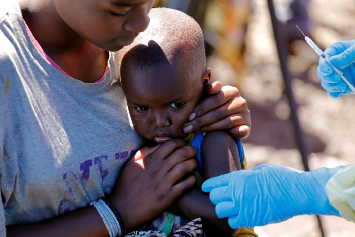 A child reacts as a health worker injects her with the Ebola vaccine, in Goma, Democratic Republic of Congo, August 5, 2019. REUTERS/File Photo