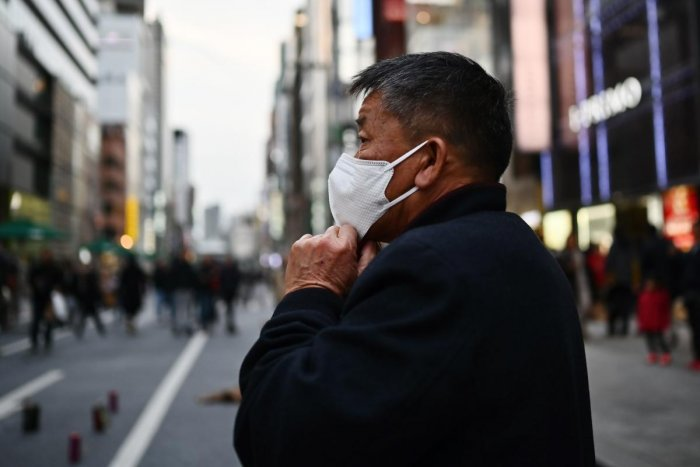 A man wearing a protective mask to help stop the spread of a deadly virus which began in the Chinese city of Wuhan, walks on a street in Tokyo's Ginza area on January 25, 2020. (AFP Photo)