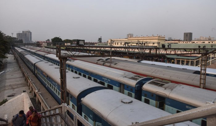 Decongesting the Krantivira Sangolli Rayanna railway station is crucial to building a viable suburban train network for the city. DH FILE PHOTO