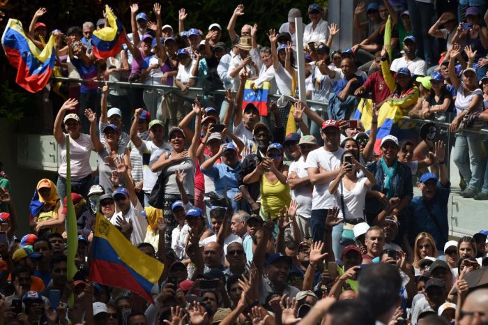 Supporters of Venezuelan opposition leader. (AFP Photo)