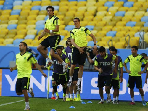 Spain on the brink against 'suicidal' Chile