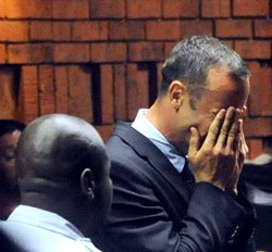 Police find bloodied cricket bat at Pistorius home: report