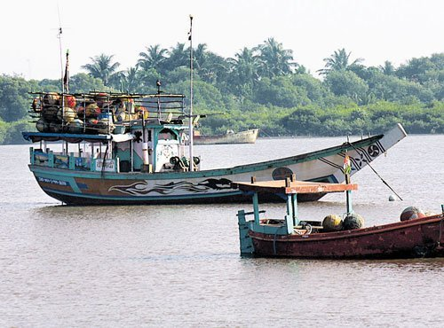 Boats in the Arabian sea with Punju island in the background.