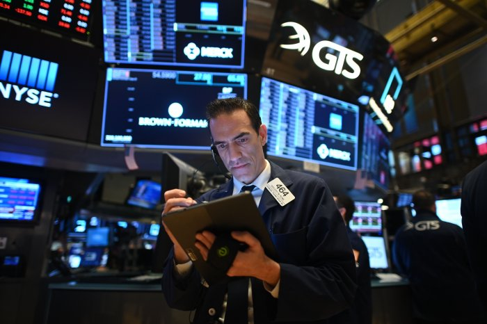 Traders work during the opening bell at the New York Stock Exchange (NYSE) on March 19, 2020 at Wall Street in New York City. (AFP Photo)